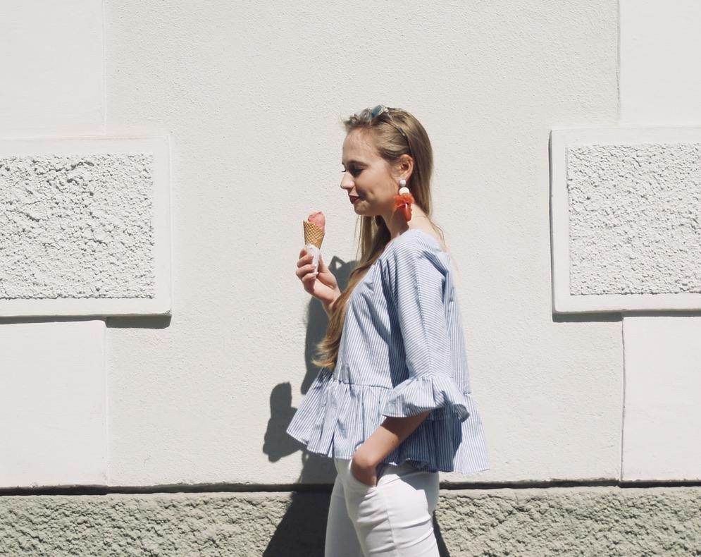 blau-weiss-gestreifte-Bluse-seitlich