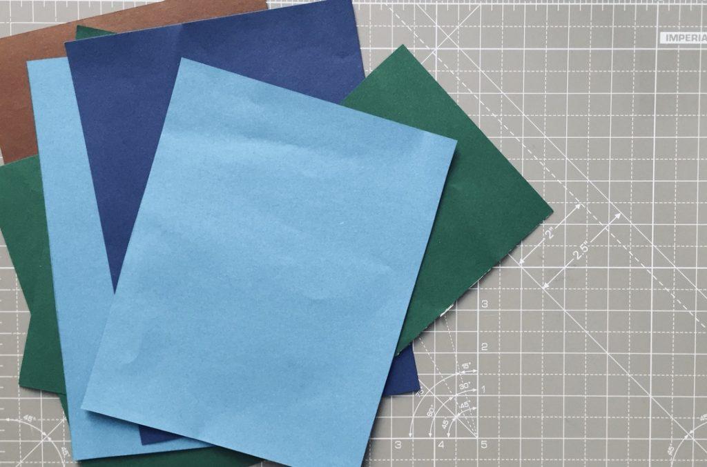 tonpapier-liegt-auf-tisch-fuer-oster-karte