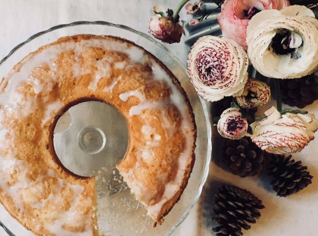 zitronenkuchen-mit-blumen