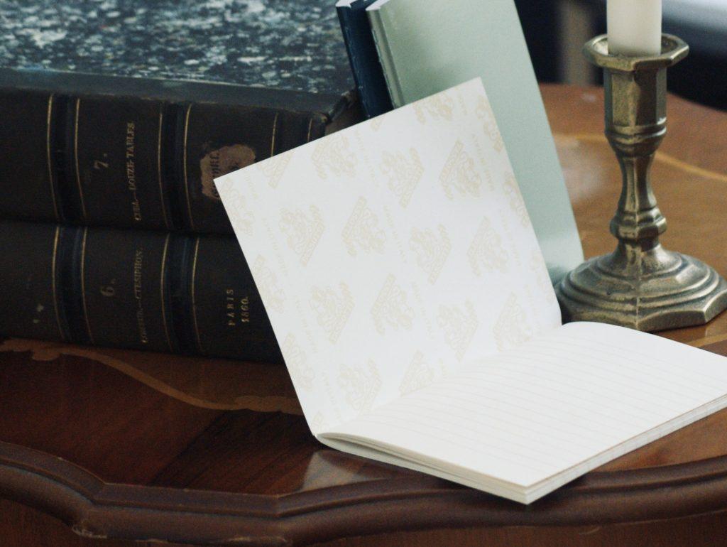 leere-weisse-seite-eines-notizbuchs