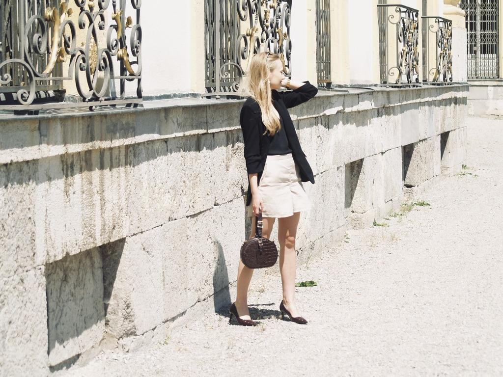 leinen-shorts-beige-seitlich