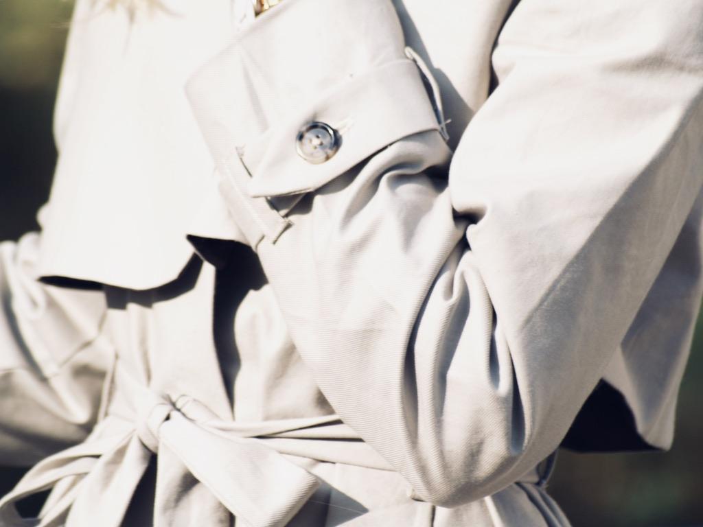 trenchcoat-naehen-detail-armguertel