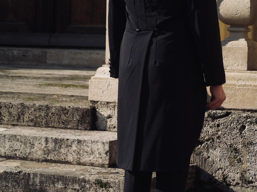 schwarzer-herrenfrack-schwalbenschwanz