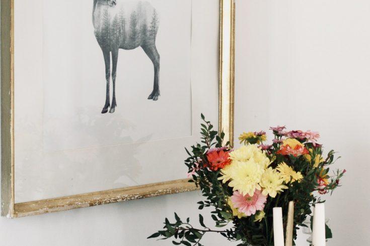 Hirsch-zeichnung-im-goldenen-vintage-rahmen
