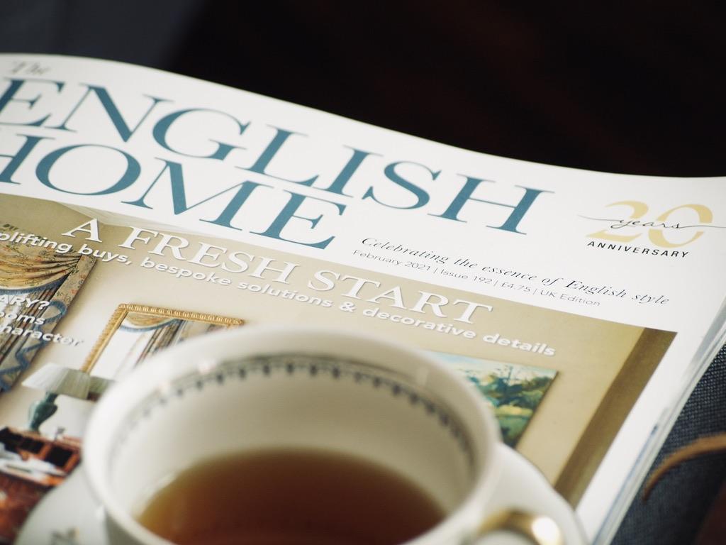 Interior-Magazin-mit-Teetasse